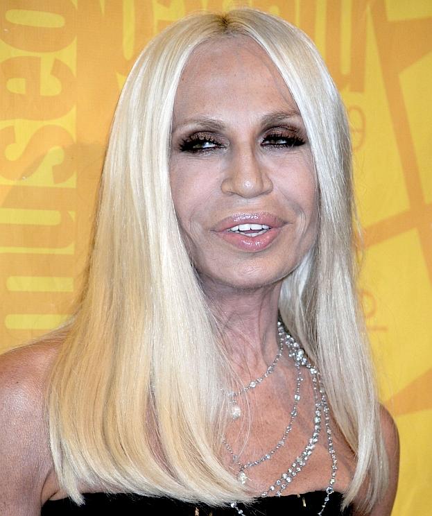 Pomylono ją z... Donatellą Versace! (STARSZĄ O 31 LAT)